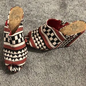 Gianni Bini Aztec open toe slip on heels